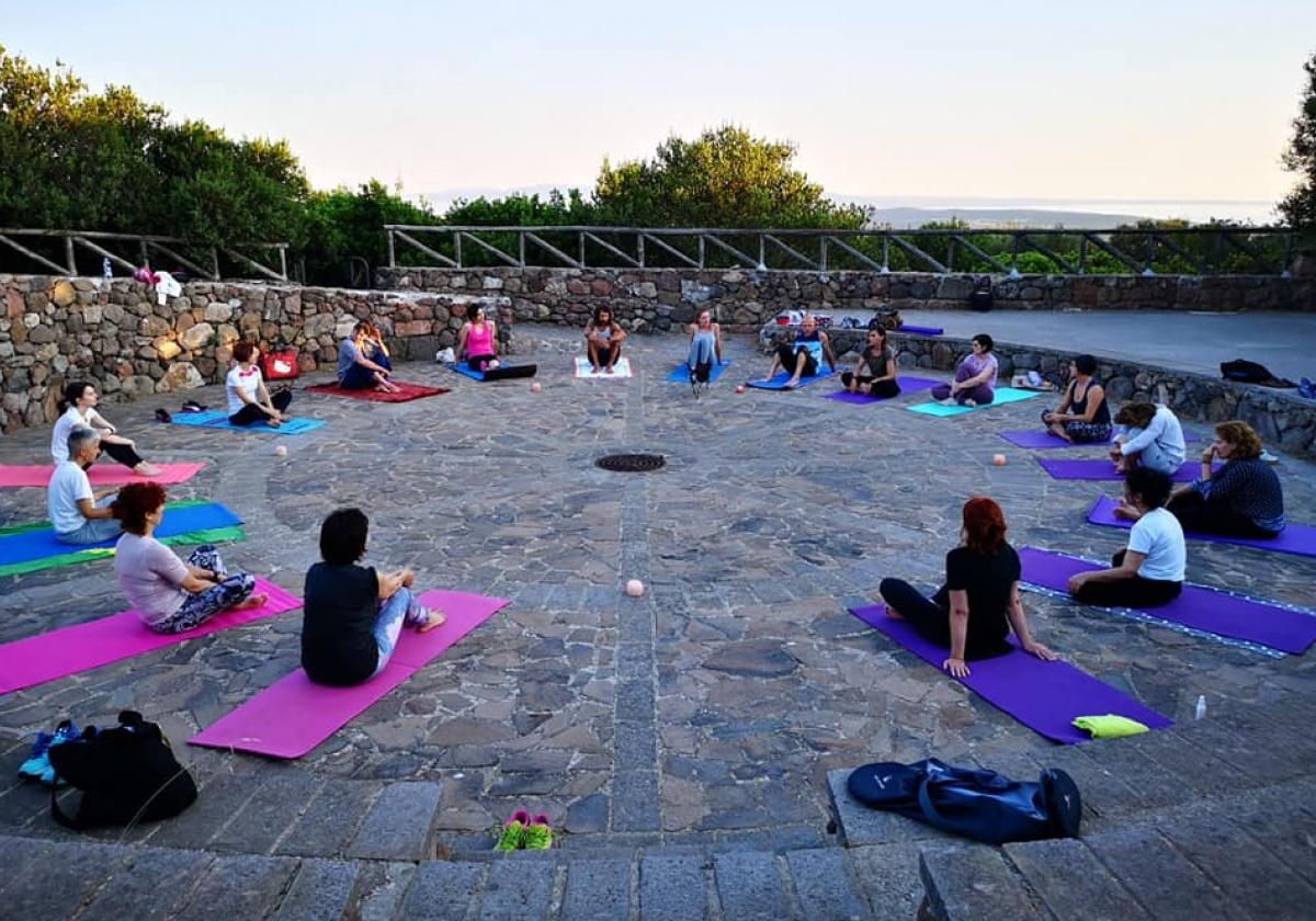 Archeologia e Yoga al tramonto